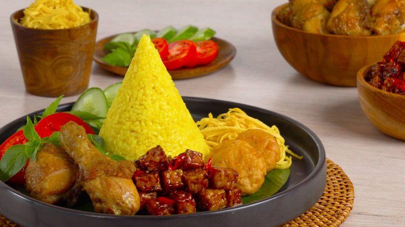 cara membuat nasi kuning yang enak