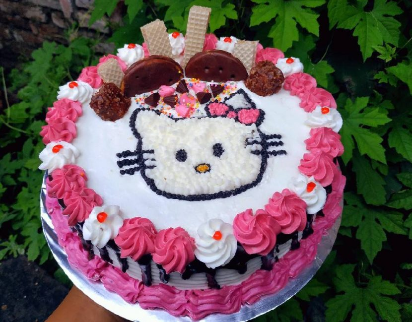 membuat kue hello kitty